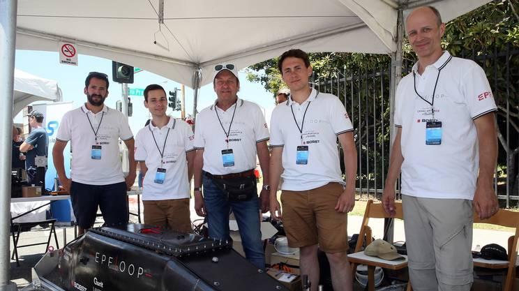 La squadra svizzera presenta la propria capsula durante l'Hyperloop Pod Competition