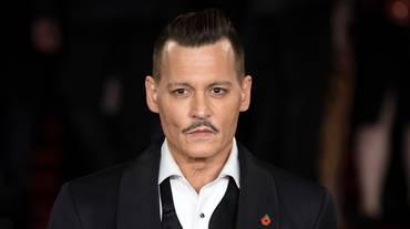 Johnny Depp ritira la causa