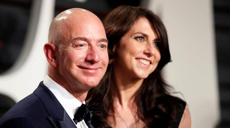 Jeff Bezos con la moglie
