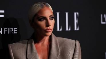 Lady Gaga ufficializza fidanzamento