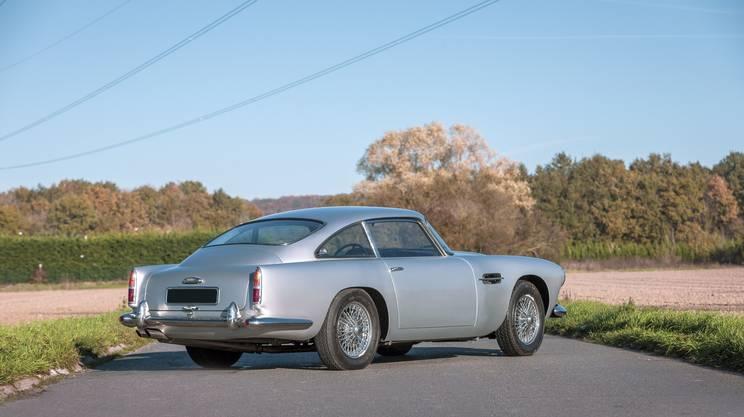 Tra le marche protagoniste delle aste a quattro ruote non manca Aston Martin
