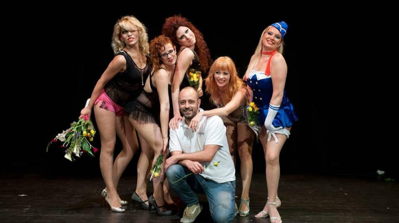 Le allieve del corso Burlesque di Lugano dopo l'esibizione al saggio