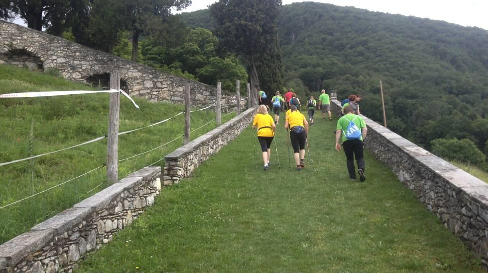 Sentieri, escursionismo, Ticino, Passeggiata a piedi, sentiero, bastoni da trekking