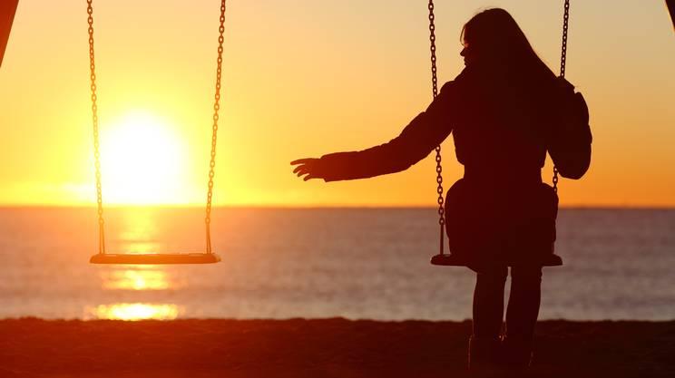 Singolo o divorziato donna indipendente manca una boyfriend, morte persona cara