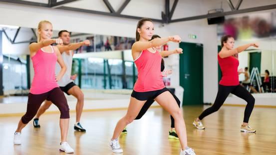 Sport e Fitness, Esercizio fisico, Istruttore, Tecniche di rilassamento, Donne, Aerobica, Amicizia, Allenatore, Allenamento, Palestra, Salute, Riscaldamento