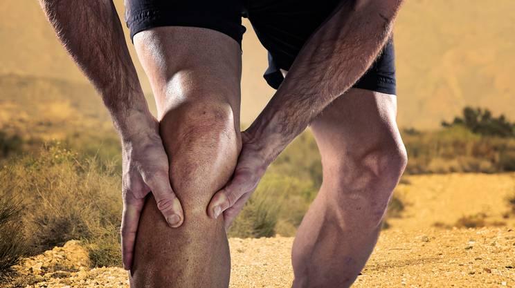 Competizione atletica gambe con dolore al ginocchio dolore muscolare infortuni