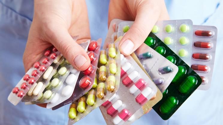 assunzione di molte compresse, medicine, pastiglie, Mano umana, Farmaco, Confezione, Sanità e medicina, Decidere