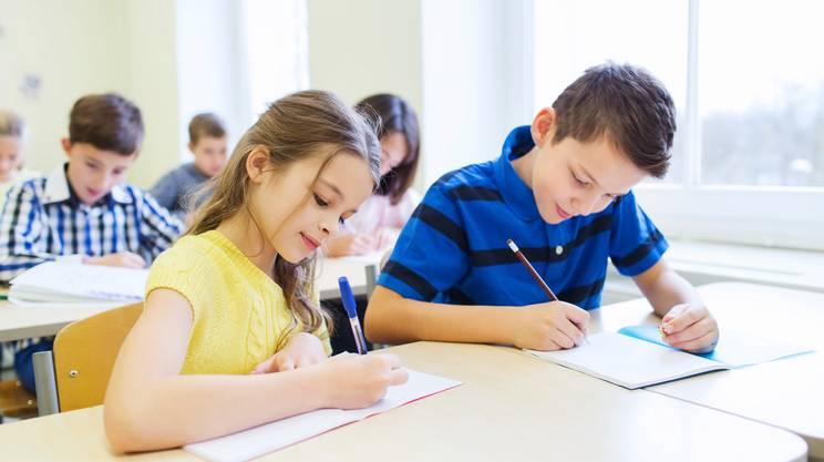 Gruppo di scuola bambino scrivendo, educazione, Bambino, Esame, Scrivere, Bambini maschi