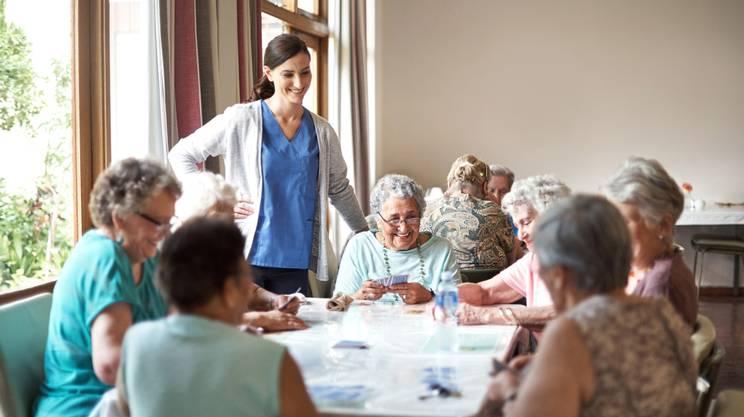 casa anziani, pomeriggio, gioco carte