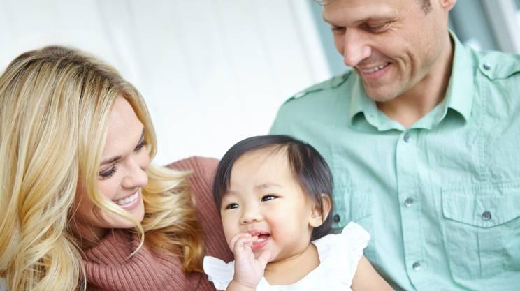 famiglia, adozione, bambina