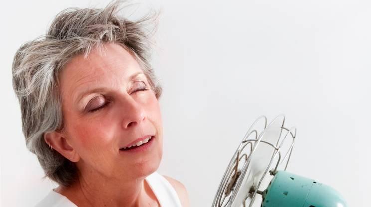 menopausa, caldo, donna, ventilatore