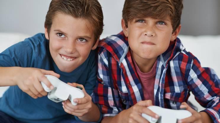 ragazzi, videogiochi, console, giocare