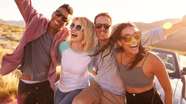relazioni interpersonali, amici, ridere, viaggio