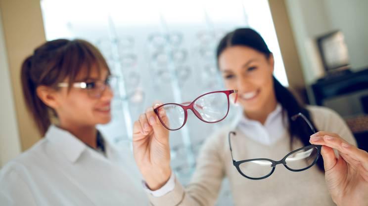 scegliere occhiali da vista, modelli, negozio