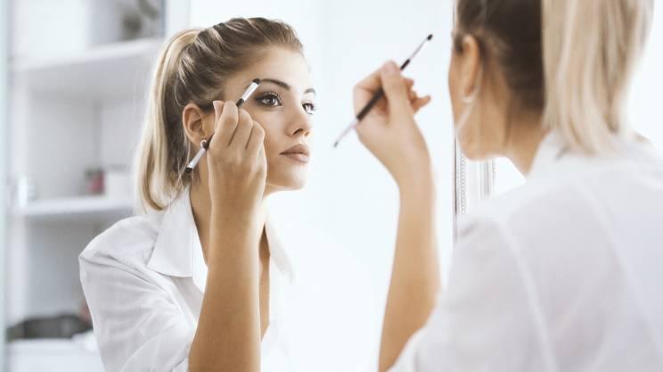 truccarsi, donna, viso, specchio