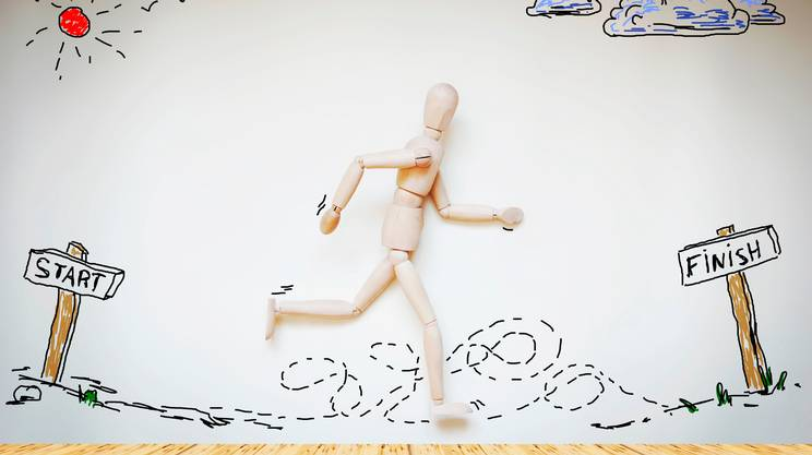 uomo di corsa, manichino di legno, gara sportiva