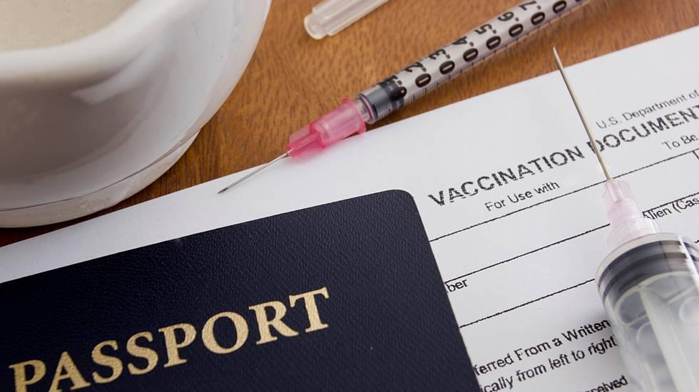 vaccini, vacanza, vacinarsi per le vacanze