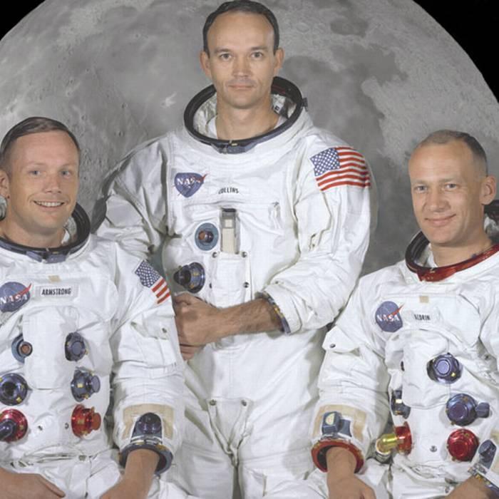 Apollo 11: foto dell'equipaggio ufficiale, da sinistra a destra ci sono gli astronauti Neil A. Armstrong, comandante; Michael Collins, pilota di comando ed Edwin E. Aldrin Jr., pilota del modulo lunare