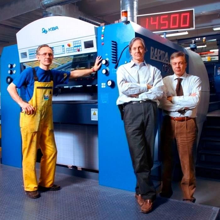 Franco, Direttore generale e Marco Roda, Direttore tecnico della Fratelli Roda SA e Erba Gianfranco, tecnologo della stampa