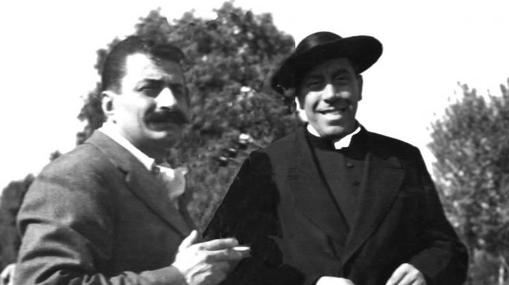 Giovannino Guareschi e Fernandel sul set a Brescello, 1951