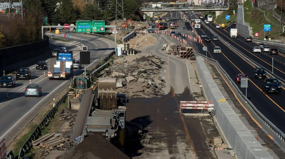 Mendrisio: cantiere autostrada A2, lavori in corso, corsie autostradali toccate dai lavori di cantiere per il nuovo svincolo autostradale di Mendrisio