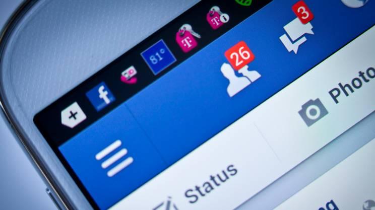 Richiesta di amicizia e messaggio su facebook