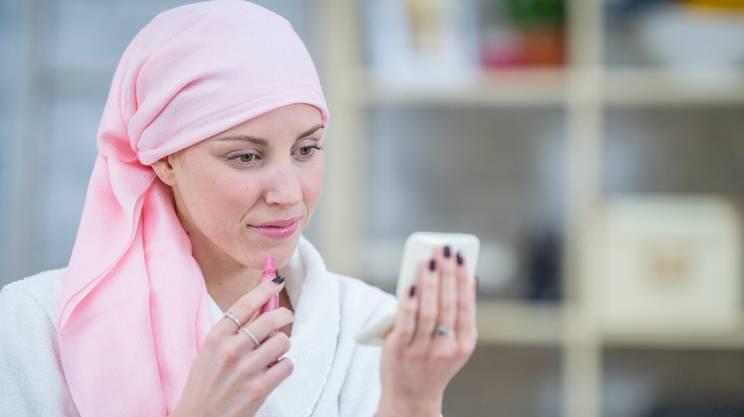 estetista per malati di cancro, bellezza, trucco