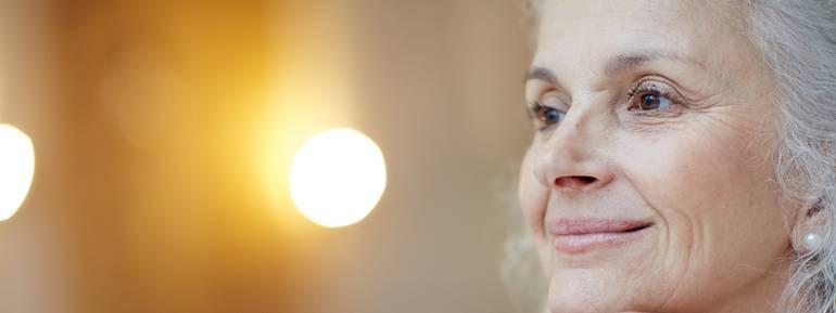 vecchiaia, donna anziana, serena