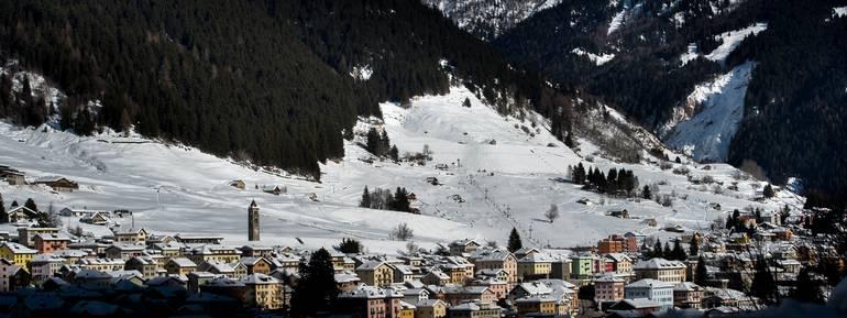 Airolo: vedute invernalie del paese di Airolo sotto la neve