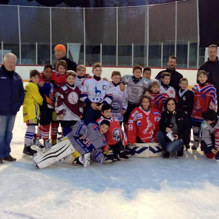 Con alcuni ragazzi della categoria Moskito A e la loro portiera Sofia e i ragazzi della categoria Piccolo dell'HC Valle Verzasca, Squadra esterna 30.12.16