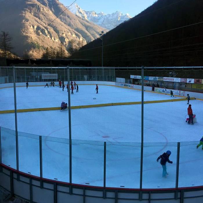 La Lovald Arena a Sonogno dove gioca e si allena l'HC Valle Verzasca, Squadra esterna 30.12.16