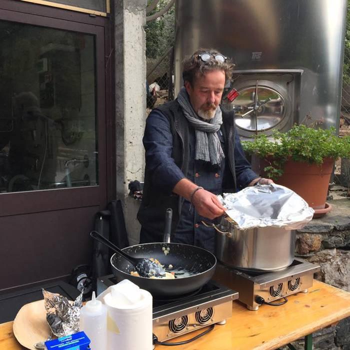 La Meseda3, Fattoria del Faggio, Squadra esterna 08.10.16, Il cuoco Christian Frapolli mentre prepara gli gnocchi