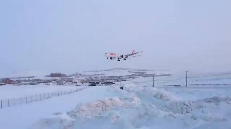 Atterrare tra i ghiacci di Iqaluit