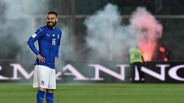 L'Italia supera l'Albania tra i fumogeni