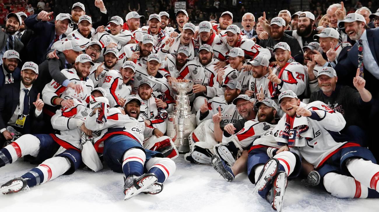 I Capitals con il trofeo