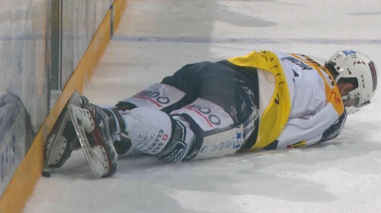 L'attaccante leventinese dolorante sul ghiaccio