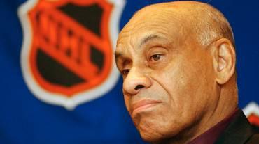 Onori per il primo giocatore di colore della NHL