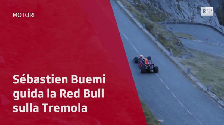 Sébastien Buemi guida una Red Bull sulla Tremola