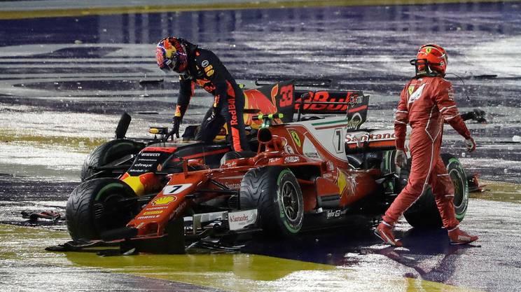 Vettel fuori al primo giro, Hamilton allunga