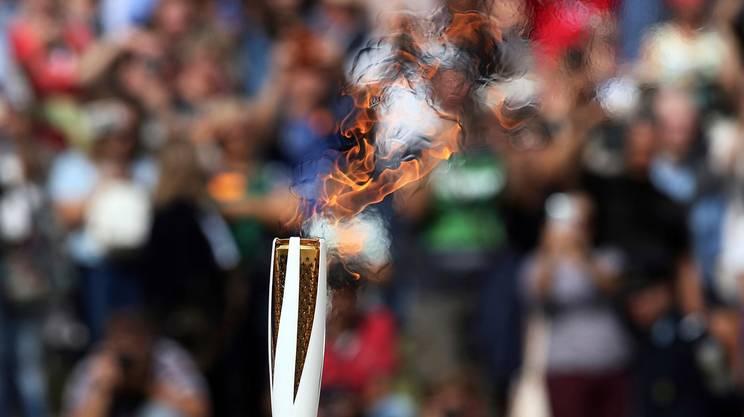 La torcia olimpica ha iniziato ad ardere