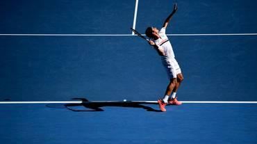 Roger Federer vola spedito ai quarti