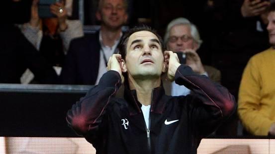 Con l'età Federer non ci sente più bene