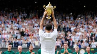 Federer da leggenda, meglio di Alì e Bolt